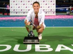 dubai-2016-wta-final-errani-trophy-1920-1 (1)
